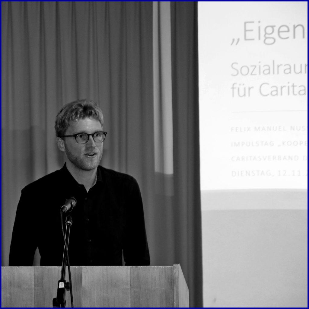 Felix Nuss bei einem Vortrag